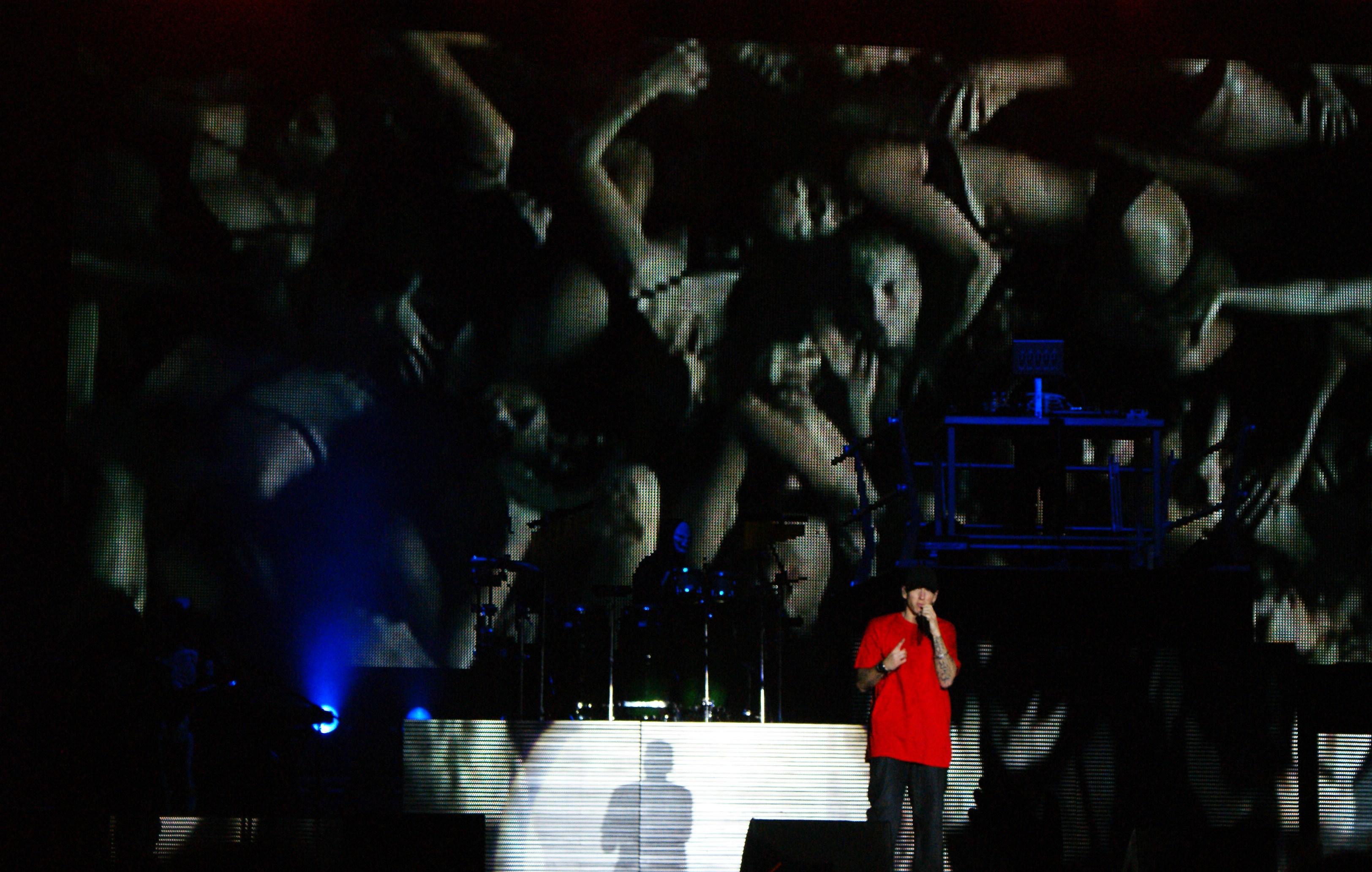 Sampoerna Wallpaper: eminem and proofs death  Eminem Proof Death